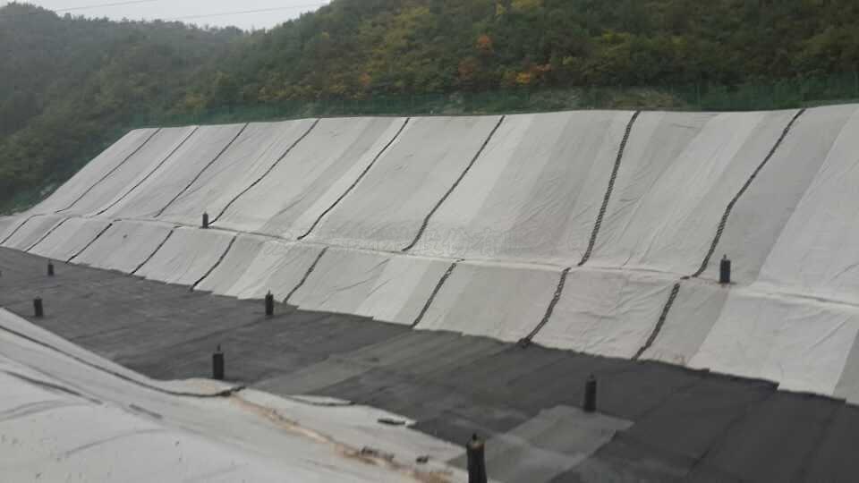 「土工膜」垃圾填埋场防渗层使用什么规格的土工膜