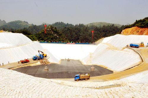 「复合土工膜」复合土工膜更适合水库大坝防渗