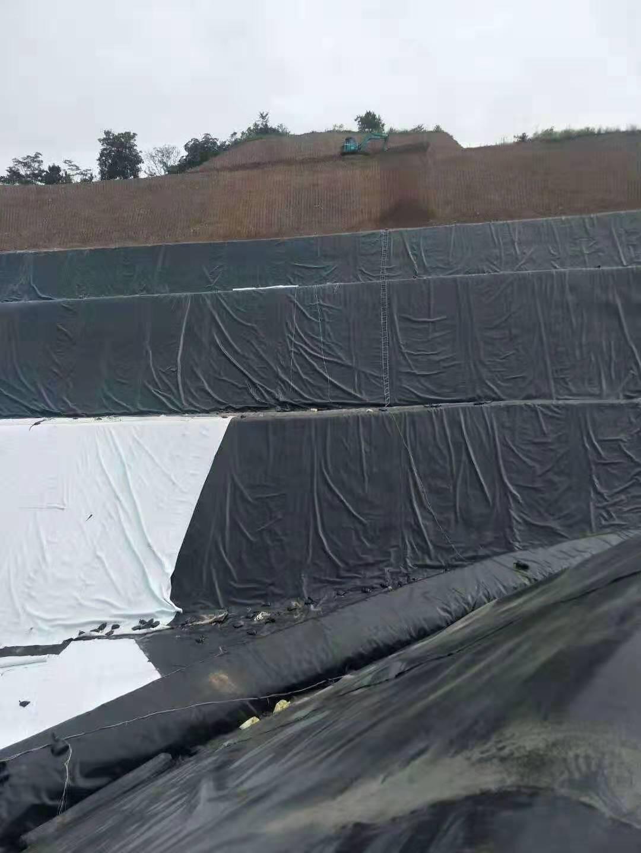 「膨润土防水毯」HDPE土工膜、膨润土防水毯、复合排水网、土工布是环保工程的主要材料